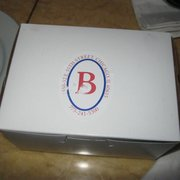 Bonjour Cafe Bakery - Box of macarons - Chicago, IL, Vereinigte Staaten