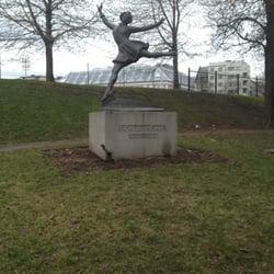 Sonja Henie statue oslo