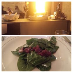 Carousel French Cuisine - Yakima, WA, États-Unis. Spinach salad with flambeed bacon and dressing.