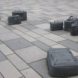 Bahnhofsvorplatz: Heavy luggage - Kunst…