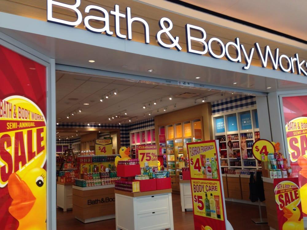 Bath & Body Works Store Front, Newpark Mall, Newark, CA ...