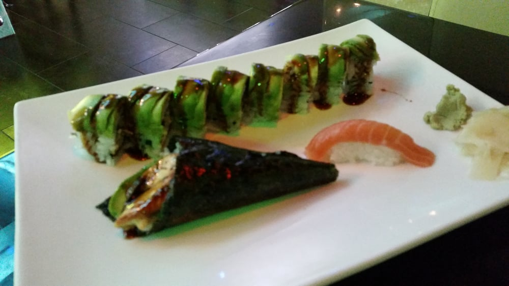sushi roll with salmon avocado eel sushi roll with salmon salmon ...