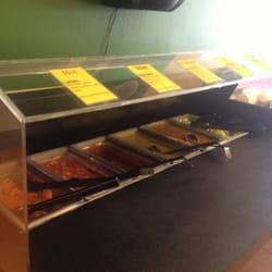 Anita's Mexican Grill - Hot sauce bar (includes pickled veggies!) - West Palm Beach, FL, Vereinigte Staaten