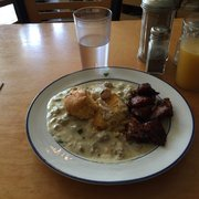 Arleta Library Bakery Cafe - Portland, OR, États-Unis. Half side of Biscuits and gravy