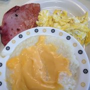 Barb's Country Kitchen - Not I happy about nacho cheese on my grits - Pittsburgh, PA, Vereinigte Staaten