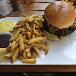BBQ Bacon Cheese mit Fries, BBQ-Sauce…