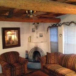 Casas De Suenos Old Town Historic Inn - Kiva stocked with lots of wood - Albuquerque, NM, Vereinigte Staaten