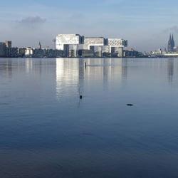 Der Rheinauhafen am Meer