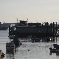 La pontona, ubicada en el río