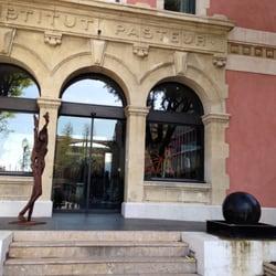 Victor Café - Marseille, France. La magnifique façade de l'hôtel