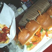 Dave & Buster's - Marietta, GA, États-Unis. Buffalo chicken sliders with fries