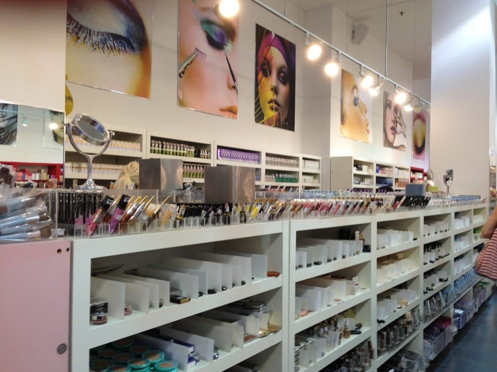 cosmetic market The world of beauty in 2015 : in this supply-driven market, spurred by innovation, l'oréal is reinforcing its leadership.