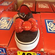 SM Shoe City has it all. From slippers, sneakers, slip ons to dress shoes