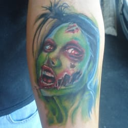 Nic Your Skin - Glendale, AZ, États-Unis. Zombie Chick by Nic Mann