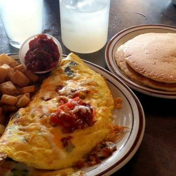 omni omelette sausage bacon ham with mushrooms and vegetables with a ...