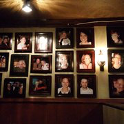 Trancas Steakhouse - Napa, CA, États-Unis. Pictures on the wall of diners..random diners.