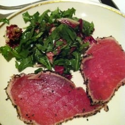 The Prime Rib - Philadelphia, PA, États-Unis. Tuna sashimi. Warning... The peppercorn makes it spicy!