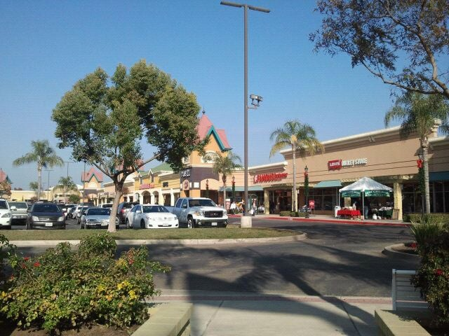 Tulare (CA) United States  city pictures gallery : Tulare Outlets Tulare, CA, United States