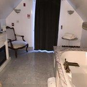 "The Columbia Inn at Peralynna - Columbia, MD, États-Unis. ""O"" Suite Bathroom"