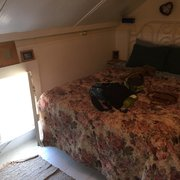 Bridge Street Inn - Cambria, CA, États-Unis. Room #1 with a queen bed and cutest little window!