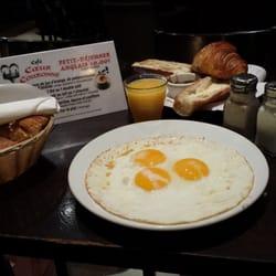 Au Coeur Couronné - Paris, France. Petit déjeuner anglais