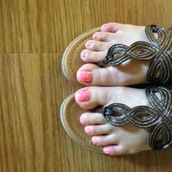 Gorgeous Nails logo