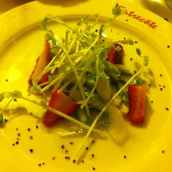 White and green asparagus salat with…