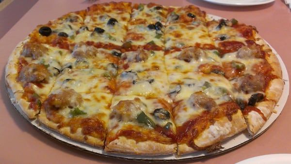 Bloomington (IL) United States  city photos gallery : Grady's Pizza Pizza Bloomington, IL, United States Yelp