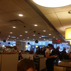 The Red Flame - New York, NY, États-Unis. So crowded in the morning!