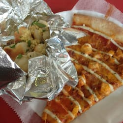 Vinnie's Pizzeria - McGolrick knots and bacon chicken ranch - Brooklyn, NY, Vereinigte Staaten