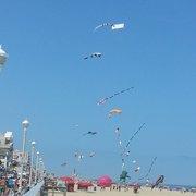 Hilton Suites Ocean City Oceanfront - Boardwalk kite flying - Ocean City, MD, Vereinigte Staaten