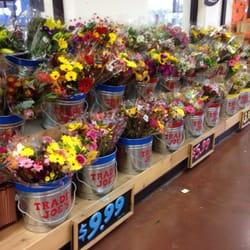 Trader Joe's - Flowers starting at $3.99 - Lexington, KY, Vereinigte Staaten