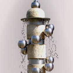 Brunnen mit Schüsseln aus Edelstahl