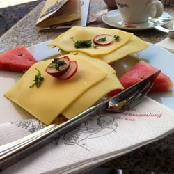 Käsebrötchen | 3,40 EUR