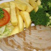 Fresh griller tuna, chips & broccoli