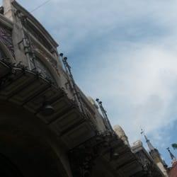 Fachada del Mercado desde otro ángulo.