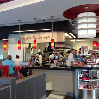 Steak n shake american traditional mcalester ok for Steak n shake dining room hours