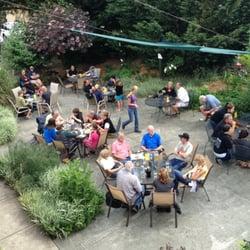 Walking Man Brewing - Outdoor seating area - Stevenson, WA, Vereinigte Staaten