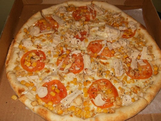 tropical pizza (white pizza w/ sliced tomatoes, corn, hearts of palm ...