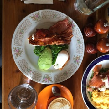 Street Cafe - Poached eggs with wilted spinach, avocado and bacon ...