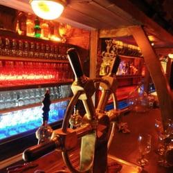 La taverne du perroquet cocktail bars montpellier for Cocktail perroquet