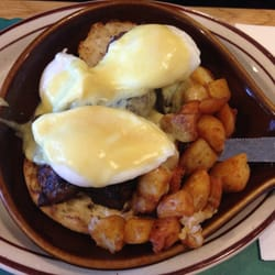Newcomb Farms Family Restaurant - My sisters steak Benedict! - Milton, MA, Vereinigte Staaten