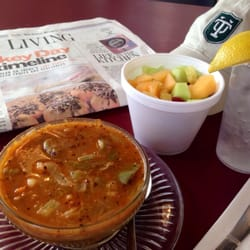 Back To the Garden - Big bowl of gumbo (more a caramel than a mahogany roux but still good!), huge fruit salad: $9.50 after tax ! - New Orleans, LA, Vereinigte Staaten