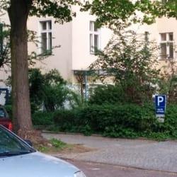 mittig ist der (blaue) Eingang zu sehen.…
