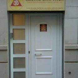 Puerta de acceso al centro shri vivek…