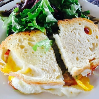 Marché Artisan Foods - Egg on sourdough is the bomb!! - Nashville, TN, Vereinigte Staaten