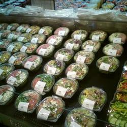 abgepackte frische Salate.