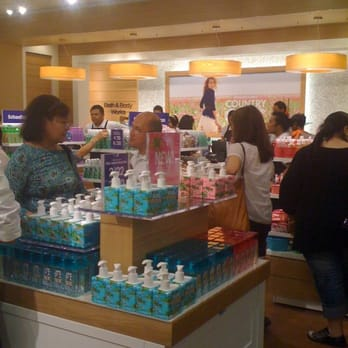 Bath body works 198 photos cosmetics beauty supply for The bathroom store honolulu