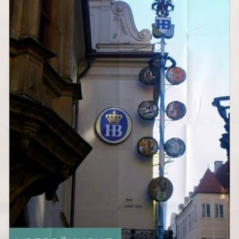 Hofbräuhaus - München, Bayern, Allemagne. The Maypole outside