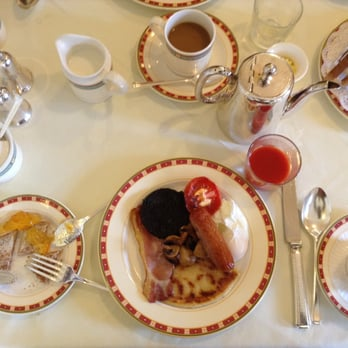 Clean linen table cloths, matching china plates, and proper coffee. Yummy!